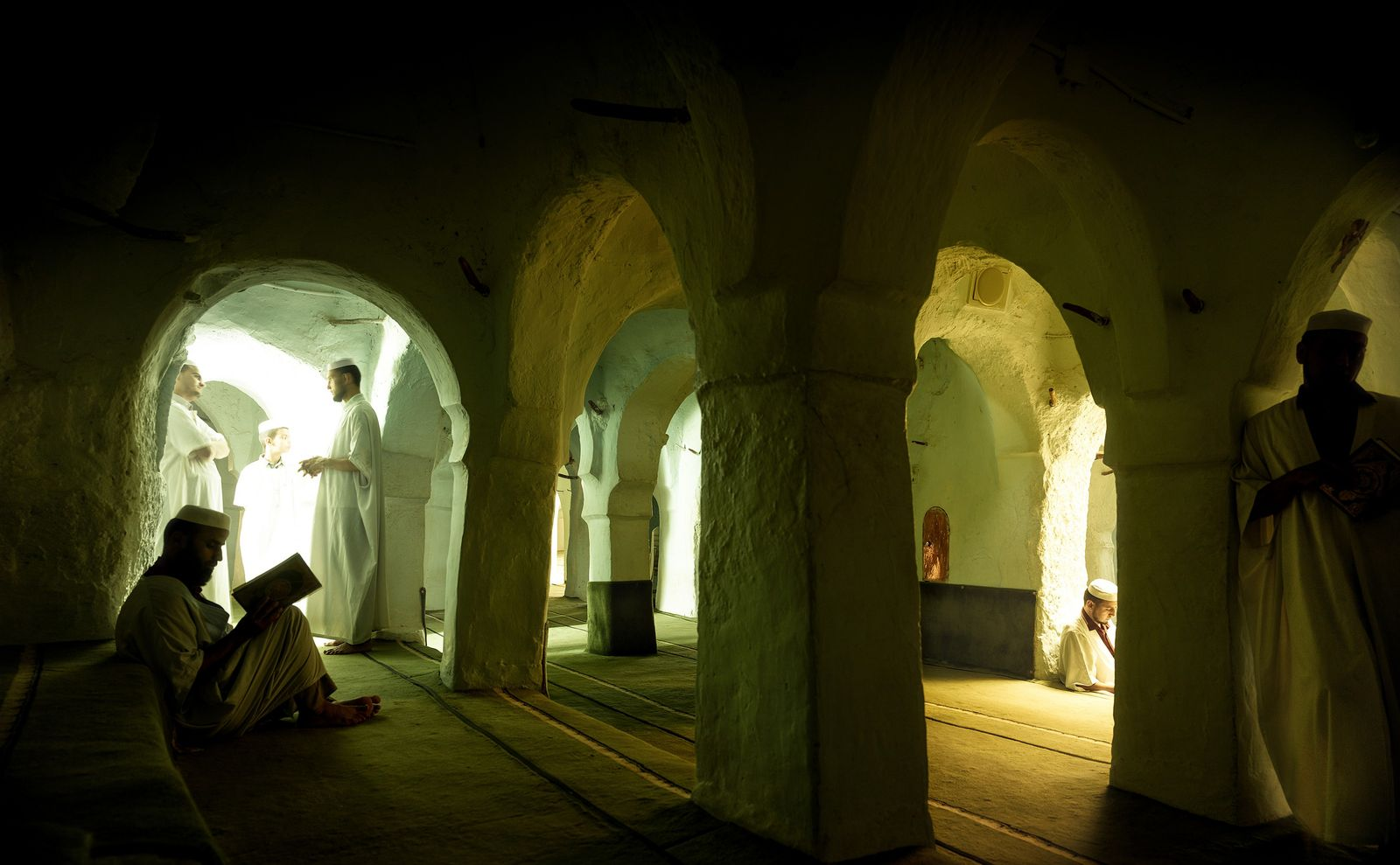 Lecture et apprentissage dans un environnement architectural épuré en rapport avec la morale particulière des Ibadites. ...