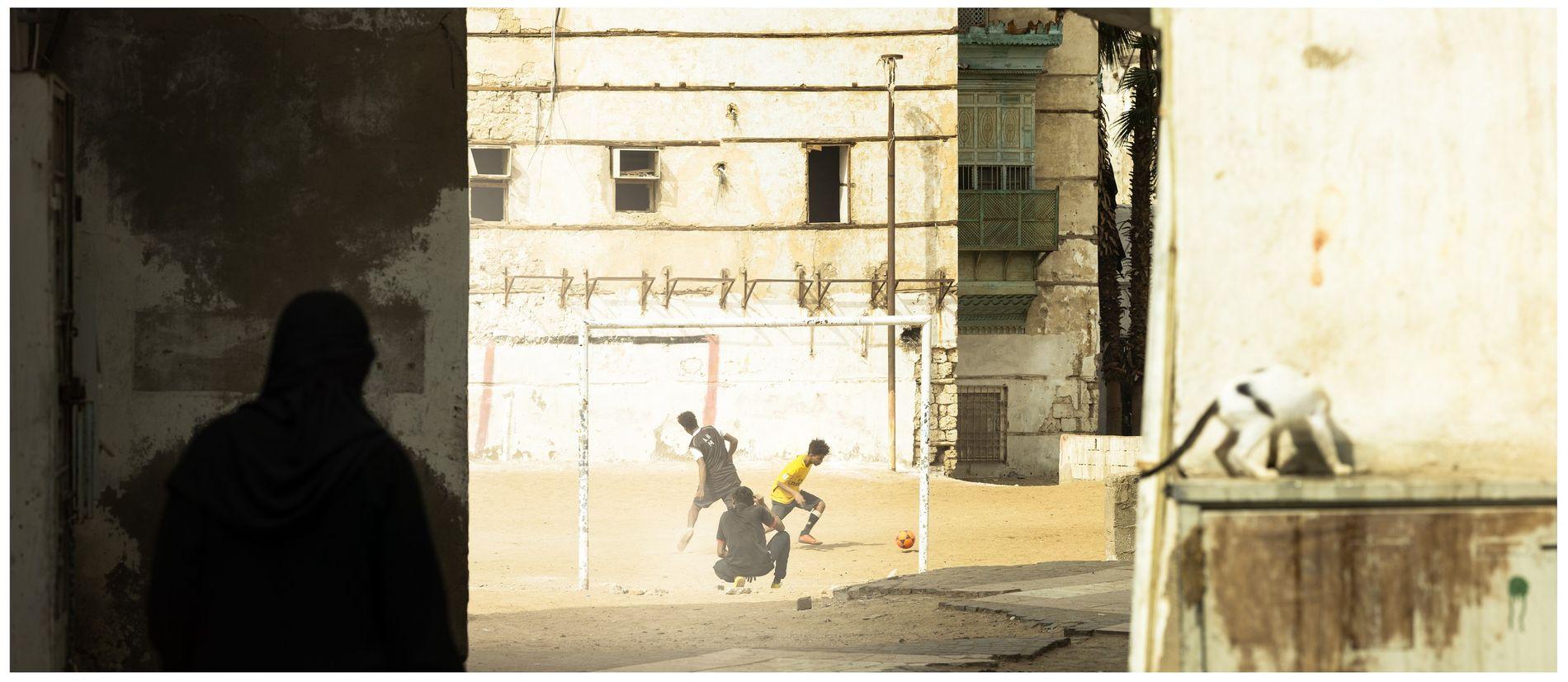 Partie de foot au coeur du vieux Djeddah - Patrimoine Mondial de l'Unesco, Arabie Saoudite, 2019 ...