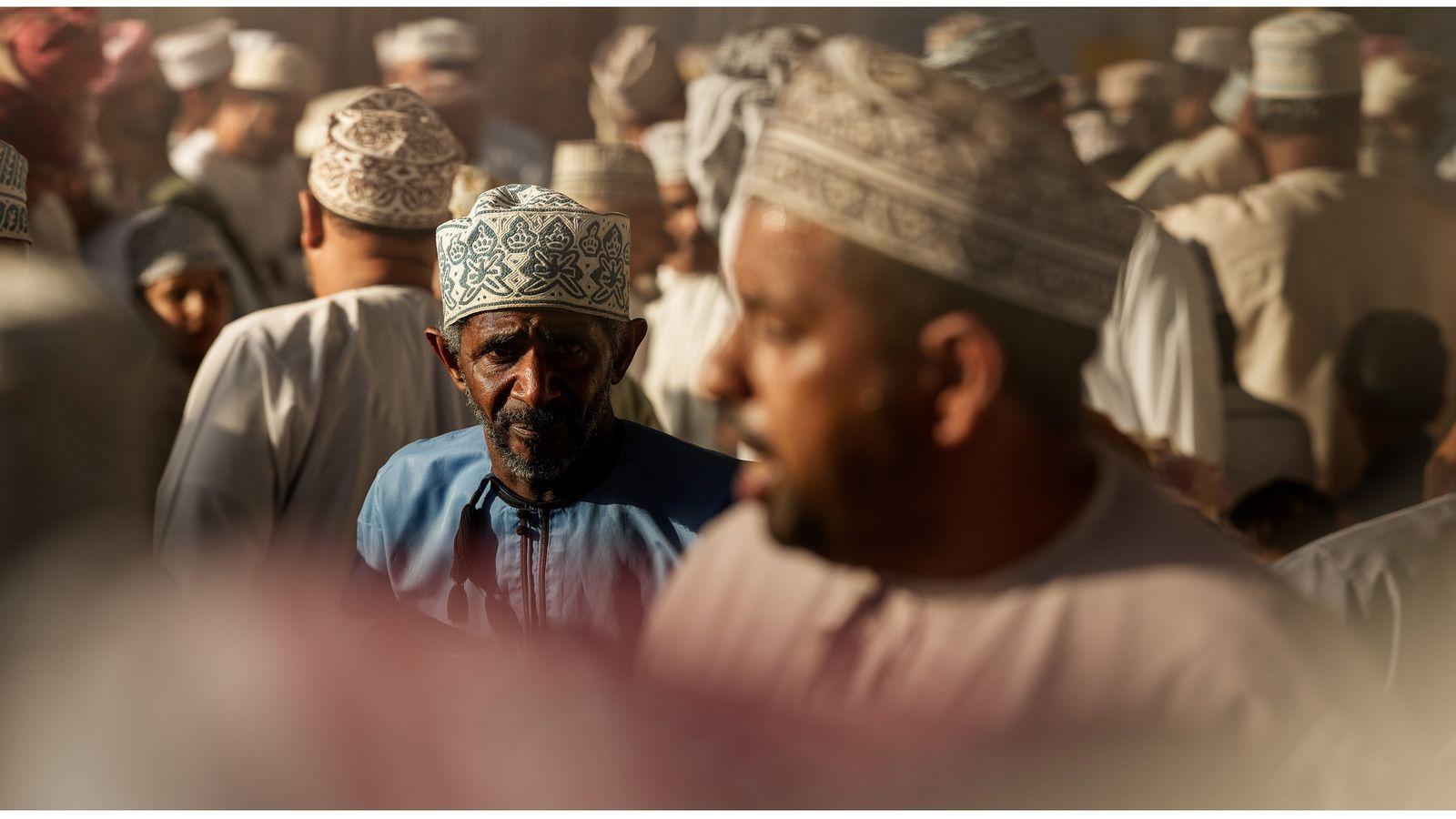 Nizwa, Oman, 2019 - Chaque vendredi, le marché aux bestiaux se déploie dans les rues de ...