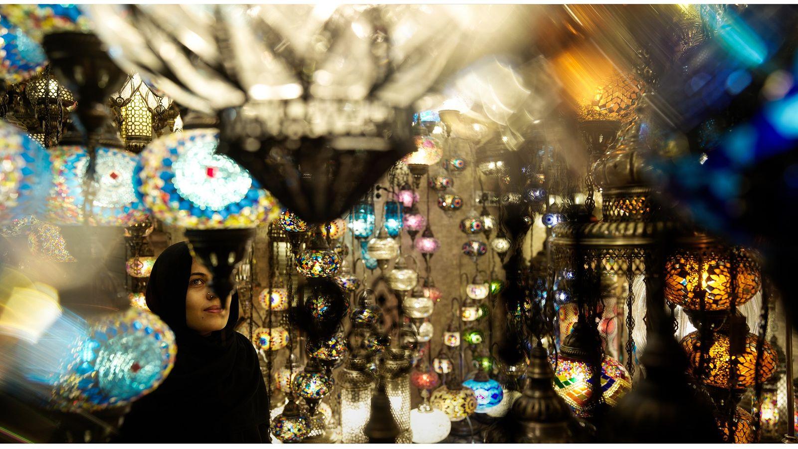 Grand Bazar - Istanbul, Turquie, 2019 - Au centre du Grand Bazar, cette échoppe de lampes ...