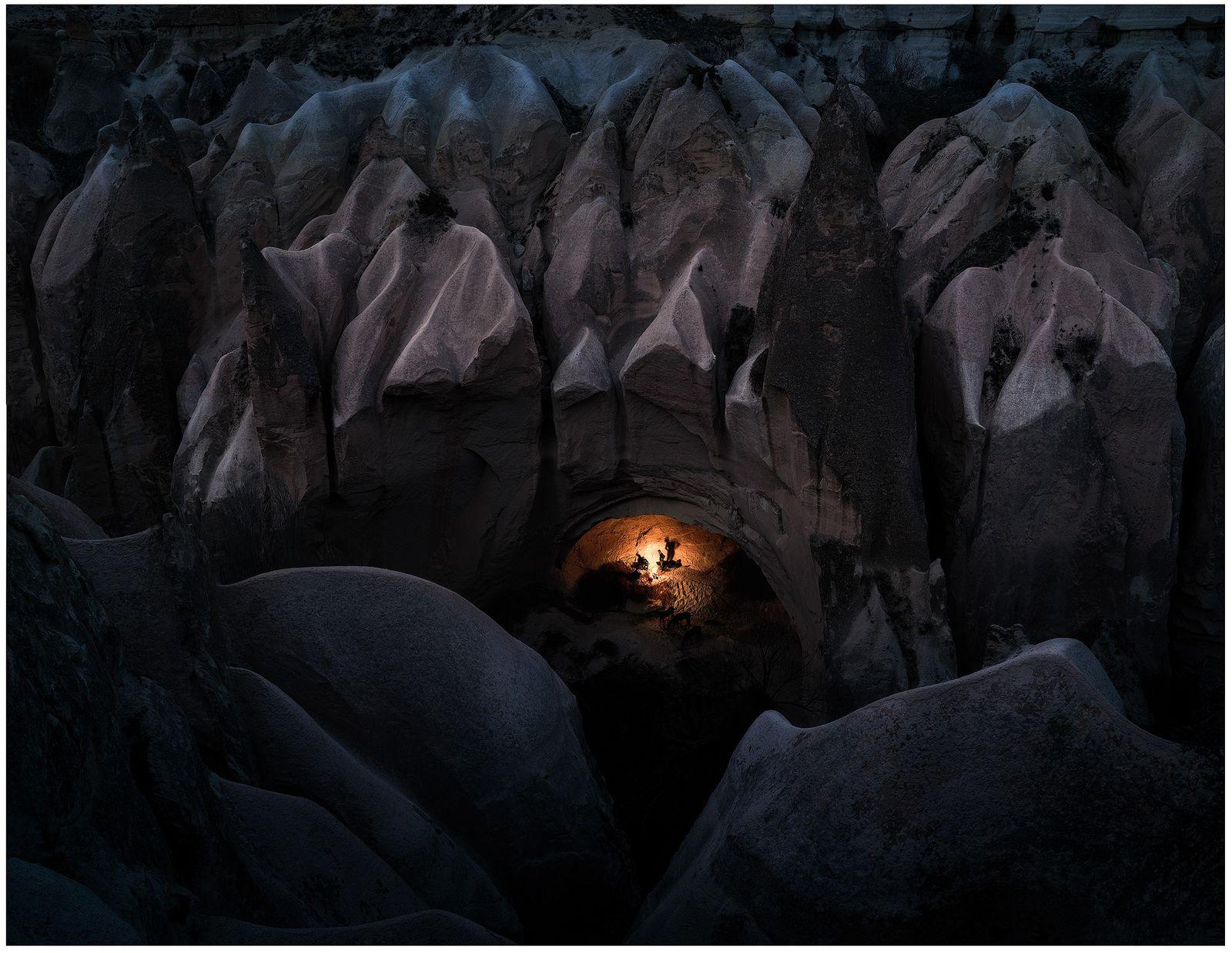 Cappadoce, Turquie, 2019 - Au sein des célèbres cavités rocheuses de Cappadoce un groupe d'amis se ...