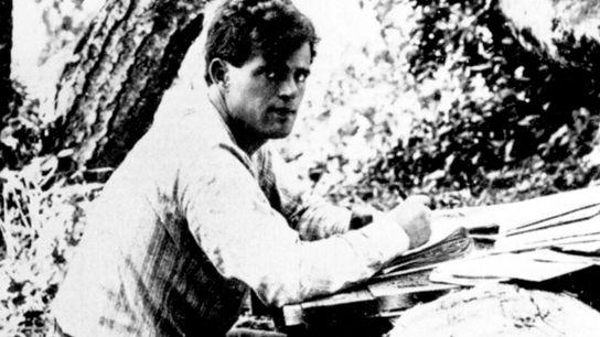 Jack London en Californie, en 1905. Même s'il reste principalement connu pour ses romans L'appel de ...