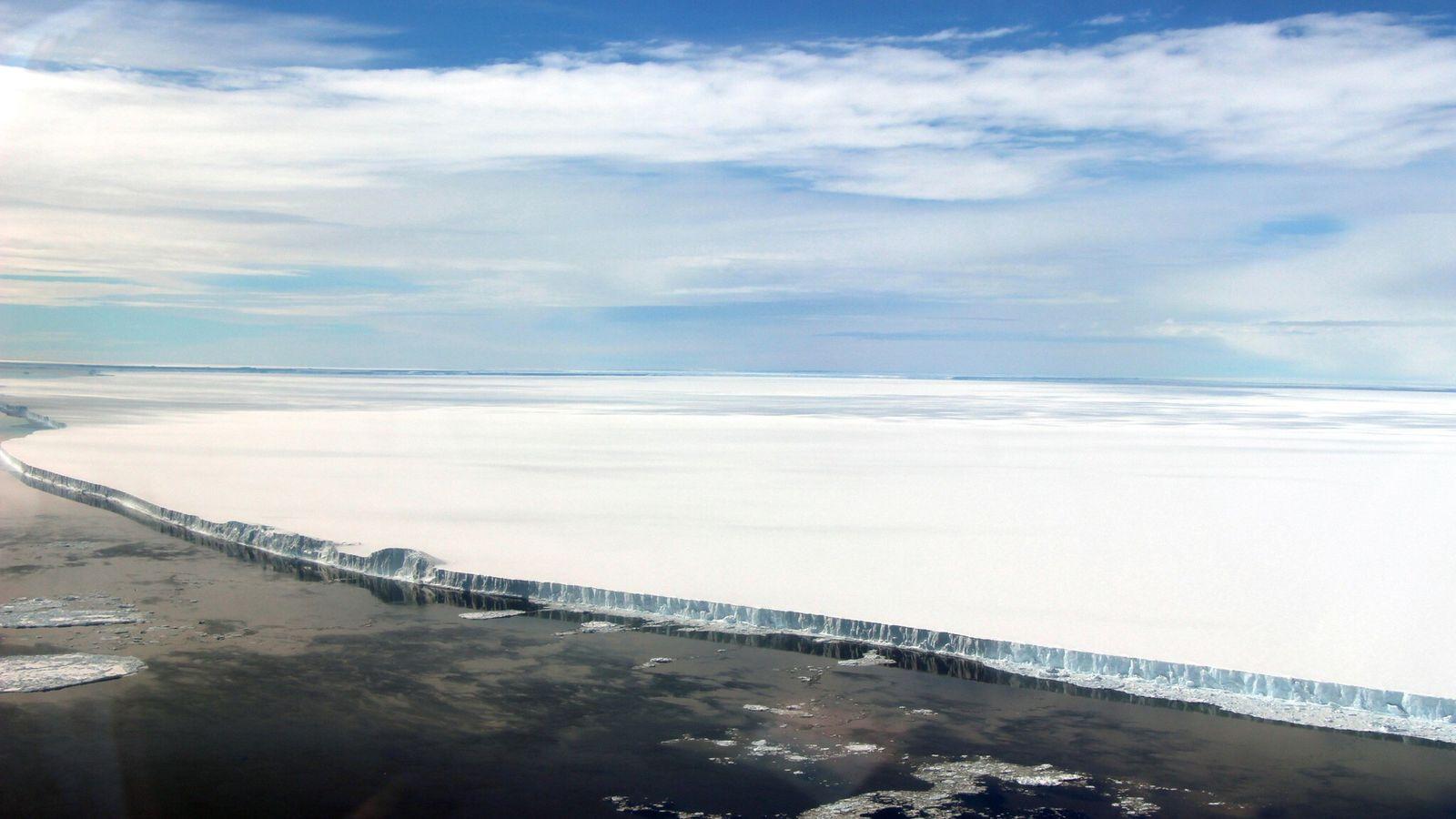 A68 s'est séparé du segment Larsen C de la barrière de Larsen en juillet 2017. Cette image ...