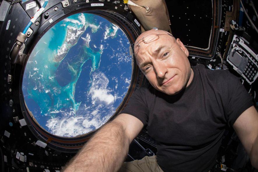 Pendant 340 jours consécutifs, Scott Kelly a occupé le rôle d'expérience scientifique faite de chair et ...