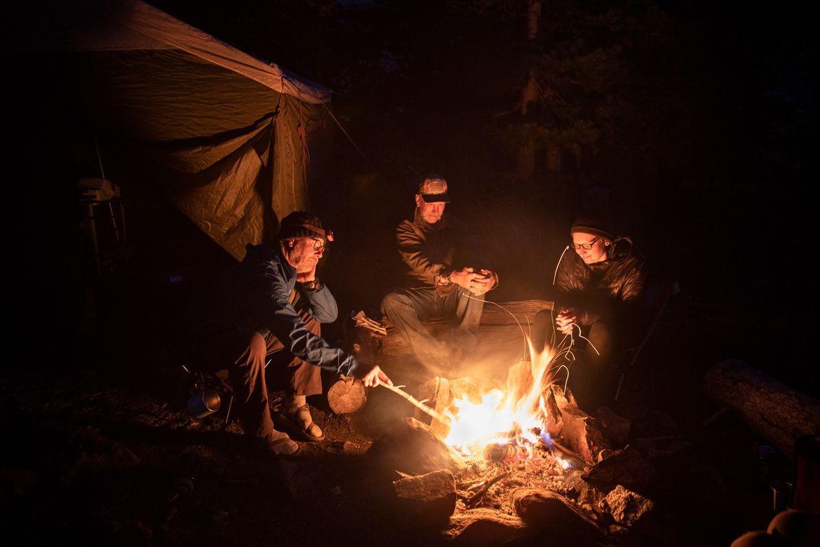 De gauche à droite, Mark Kettenhofen, Dave Upchurch et Cassie Vogt partagent leurs aventures du jour ...