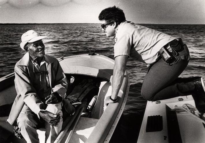 Lancelot Jones (à gauche) était entrepreneur et guide de pêche noir américain. Il a joué un ...