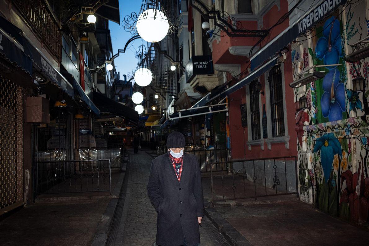 Près de la place Taksim, cette rue étroite est flanquée de restaurants meyhane, où les Istanbuliotes ...