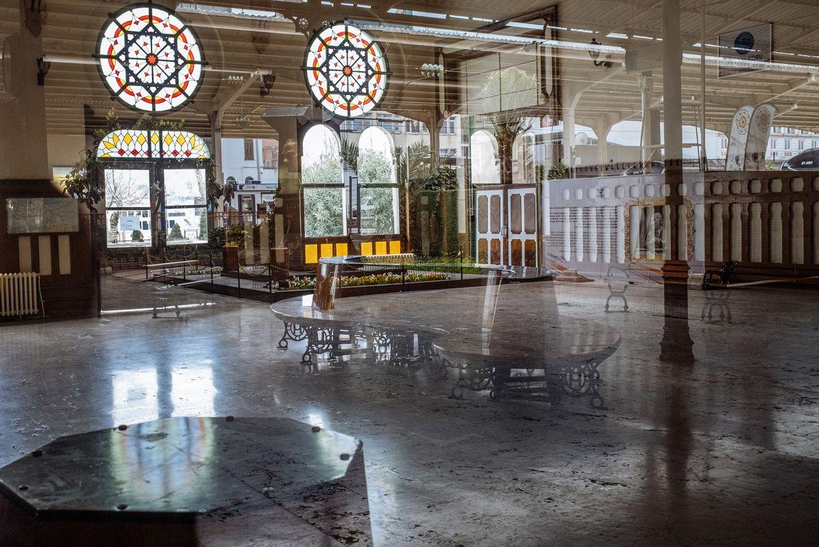Construite en 1890, la gare Sirkeci d'Istanbul était le terminus est du légendaire Orient Express. Aujourd'hui, ...