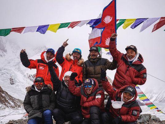 Une équipe d'alpinistes népalais réalise la première ascension hivernale du K2