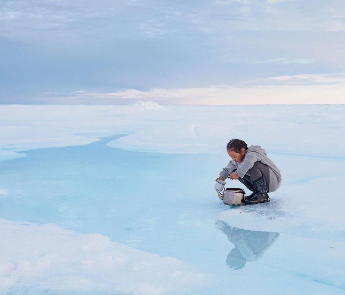 À mesure que les années passent, le sel de la banquise rejoint l'océan et laisse en ...