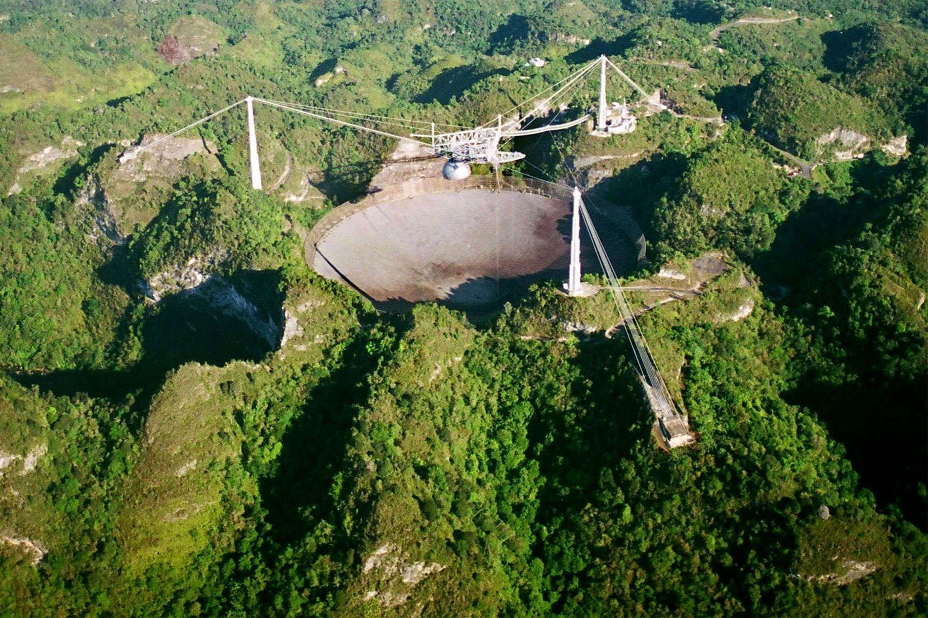 Des astronomes ont découvert des sursauts radioélectriques étrangement vrillés à partir de données de l'Observatoire d'Arecibo, ...