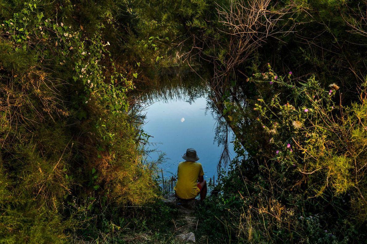 Sur les traces de la célèbre photographe Inge Morath, huit femmes photographes ont voulu décrire la …