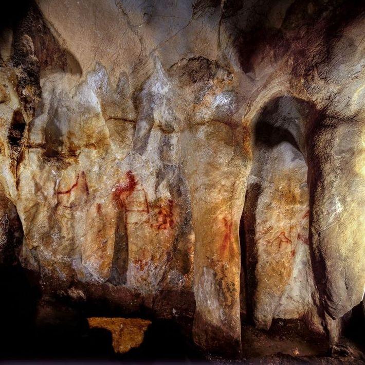 Dans une grotte en Espagne, des scientifiques ont trouvé cette esquisse d'échelle faite de lignes horizontales ...