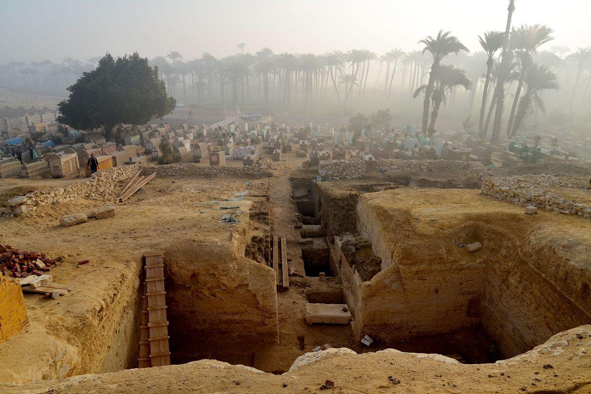 Découverte de plus de 800 tombeaux égyptiens dans un cimetière antique