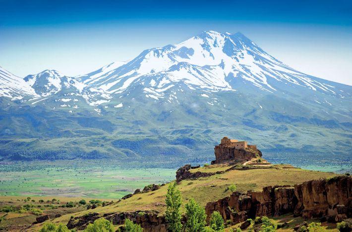 Le mont Hasan, un volcan endormi haut de 3253 m dans le massif central en Turquie, ...