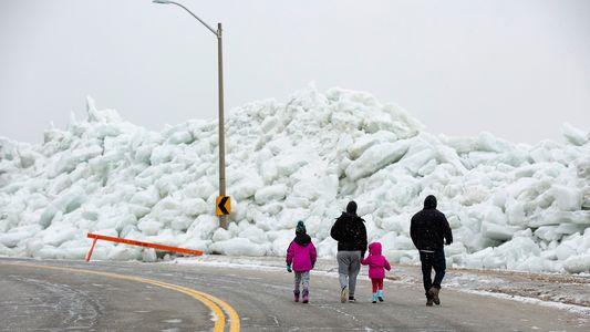 Un « tsunami de glace » s'est formé dans la région des Grands Lacs