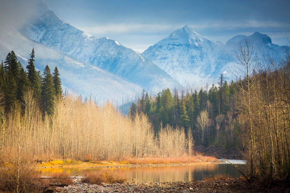 Le parc national de Glacier dans le Montana est emblématique « avec ses sommets taillés par …