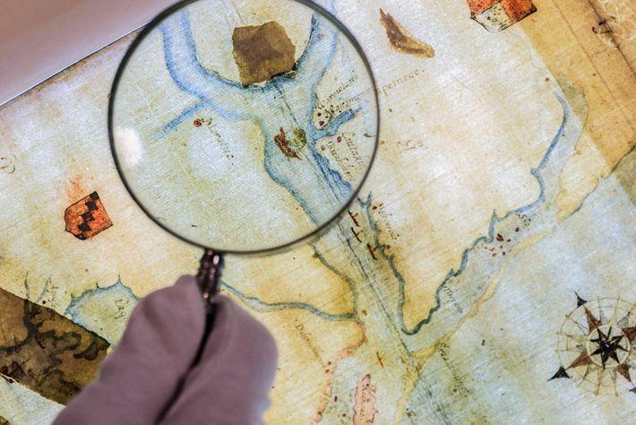 Sur cette carte dessinée par le gouverneur de la colonie, un morceau de papier recouvre le ...