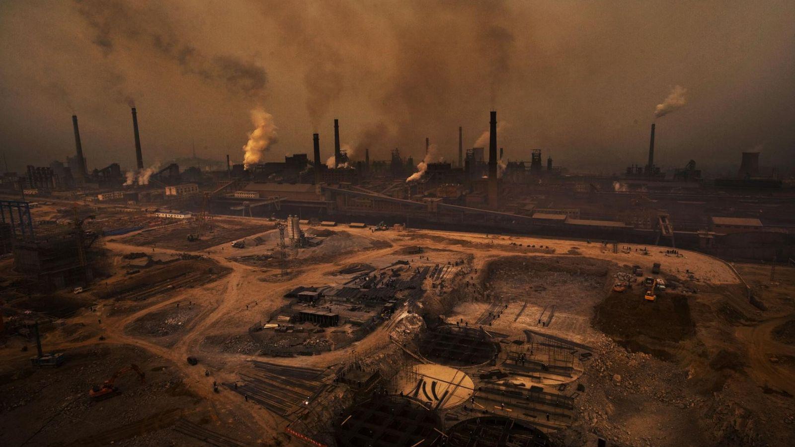 Avant sa disparition, le photographe Lu Guang a largement documenté la pollution et les problèmes sociaux ...