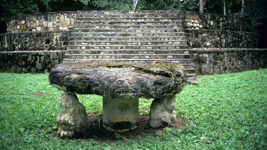 Les premières traces d'activité cérémonielle ont été découvertes sur le site Maya de Ceibal, au Guatemala.