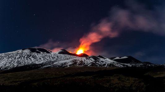 L'Etna s'enfonce peu à peu dans la mer