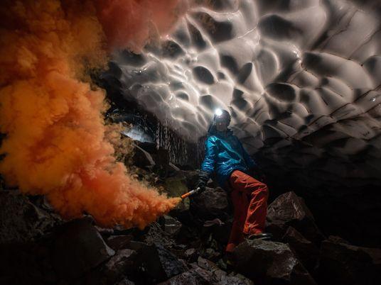 Plongée dans les grottes de glace du mont Saint Helens