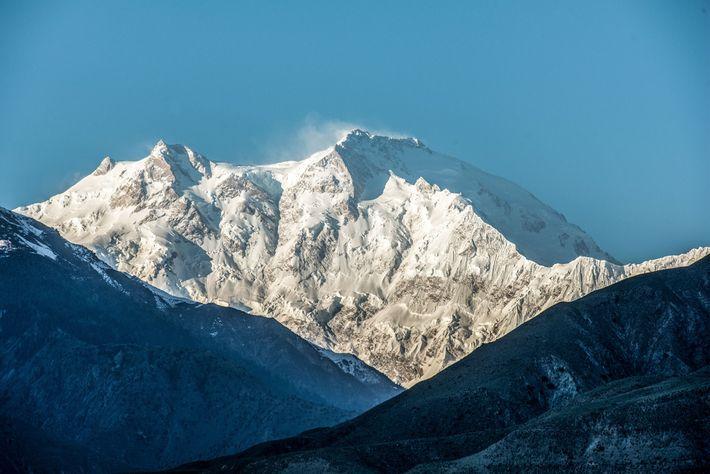 Le Nanga Parbat, situé au nord du Pakistan, culmine à 8 126 m d'altitude.