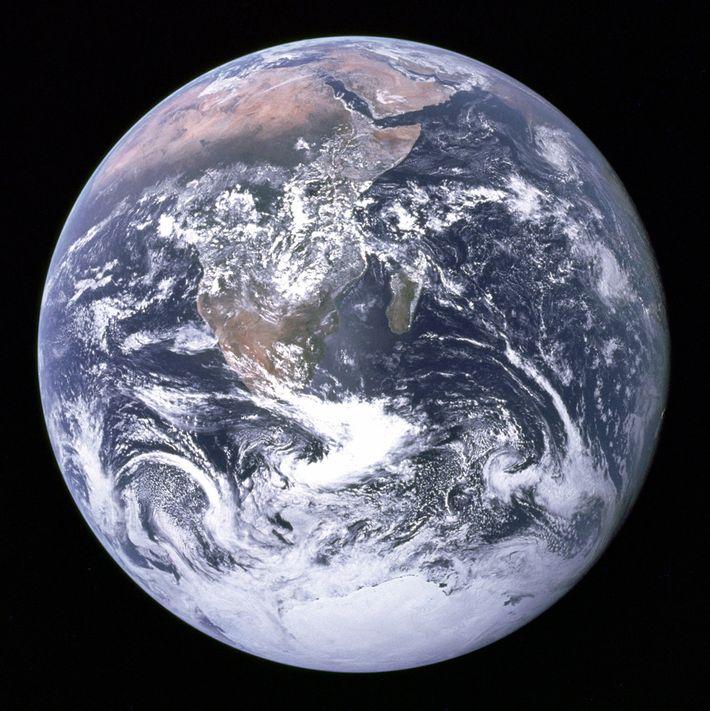 La terre, vu par l'équipe d'Apollo 17 lors de leur mission vers la lune en 1972. ...