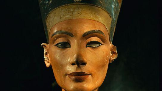 Ce buste de la reine égyptienne Néfertiti a été réalisé avant que cette dernière n'ordonne de ...