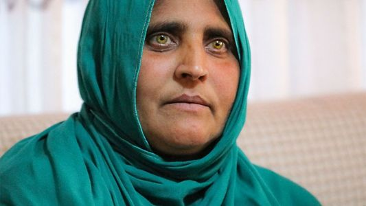 L'Afghane aux yeux verts revient en Afghanistan