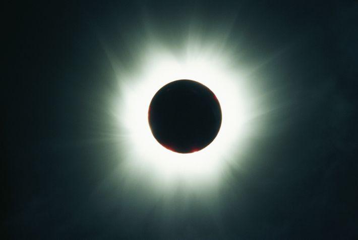01-solar-eclipse-sky-guide