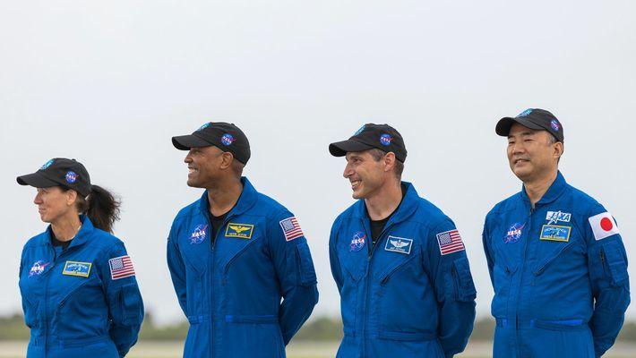 L'équipage à son arrivée au Kennedy Space Center de la NASA le 8 novembre 2020. Il est composé de Shannon Walker ...