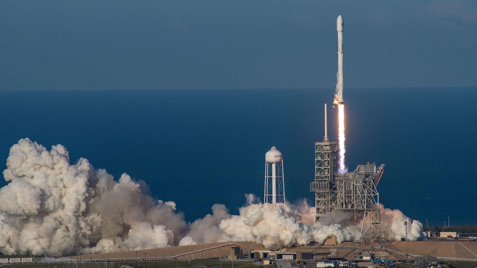 01-spacex-reused-rocket