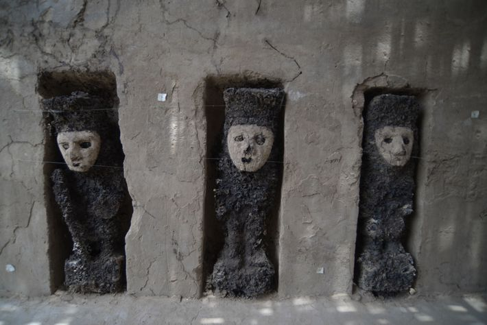 """Ces statues vieilles de 750 ans """"gardaient"""" un passage cérémoniel du palais d'Utz An sur le ..."""