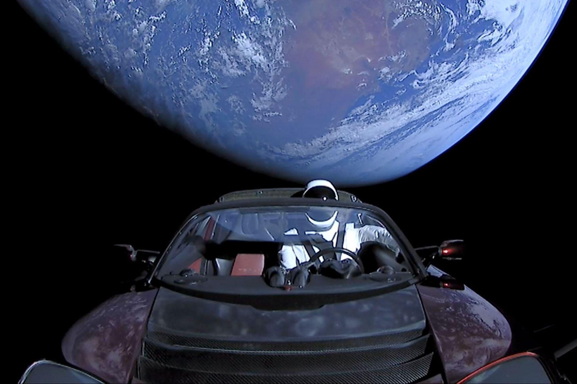Le 6 février 2018, SpaceX a lancé une Tesla Roadster avec un conducteur factice appelé « ...