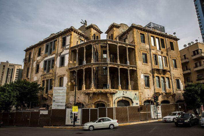 Beit Beirut a été rénové et a officiellement ré-ouvert ses portes l'an passé en tant que ...