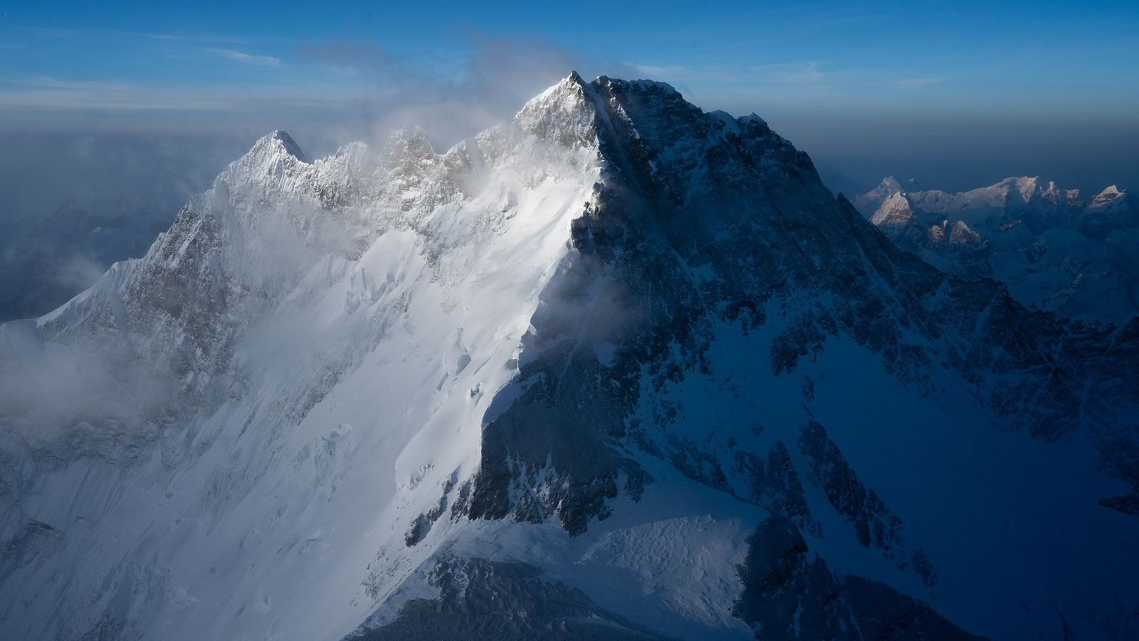 Non loin de l'Everest, le Lhotse est le quatrième plus haut sommet du monde.