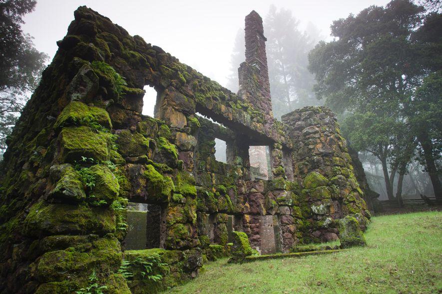 Les ruines de la Wolf House sur le parc d'État historique Jack London, à Glen Ellen, ...