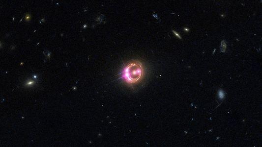 Les lentilles gravitationnelles pourraient aider à comprendre l'expansion de l'univers