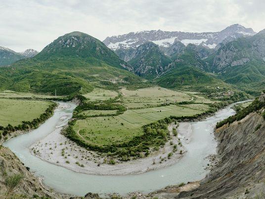 Le dernier fleuve sauvage d'Europe menacé par la multiplication des barrages