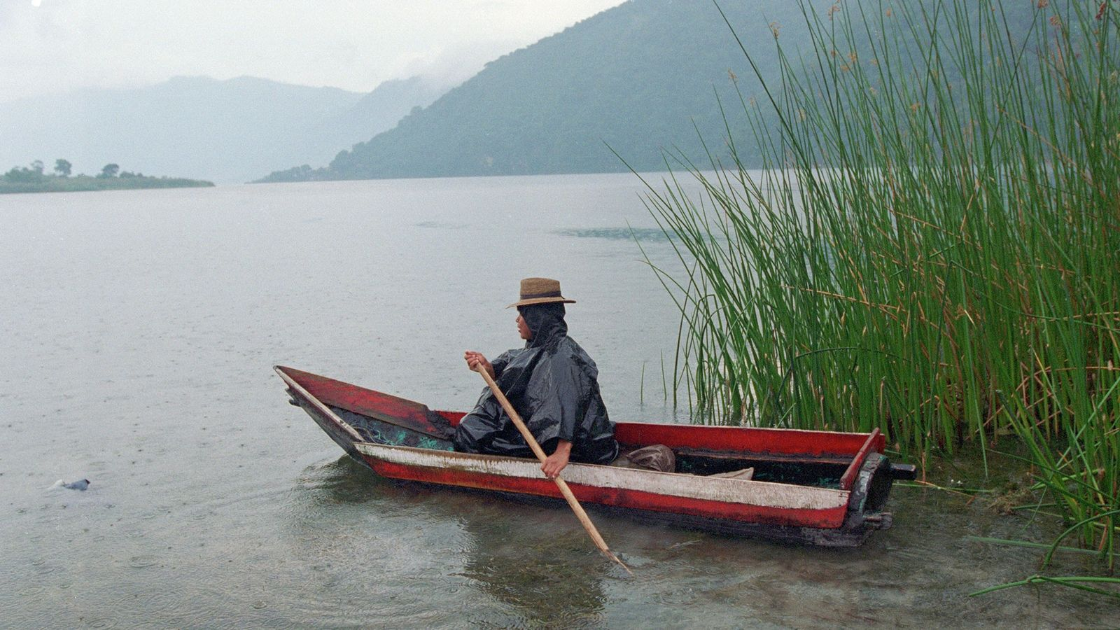 Le lac Atitlán est une attraction touristique populaire et une ressource importante en eau douce pour ...