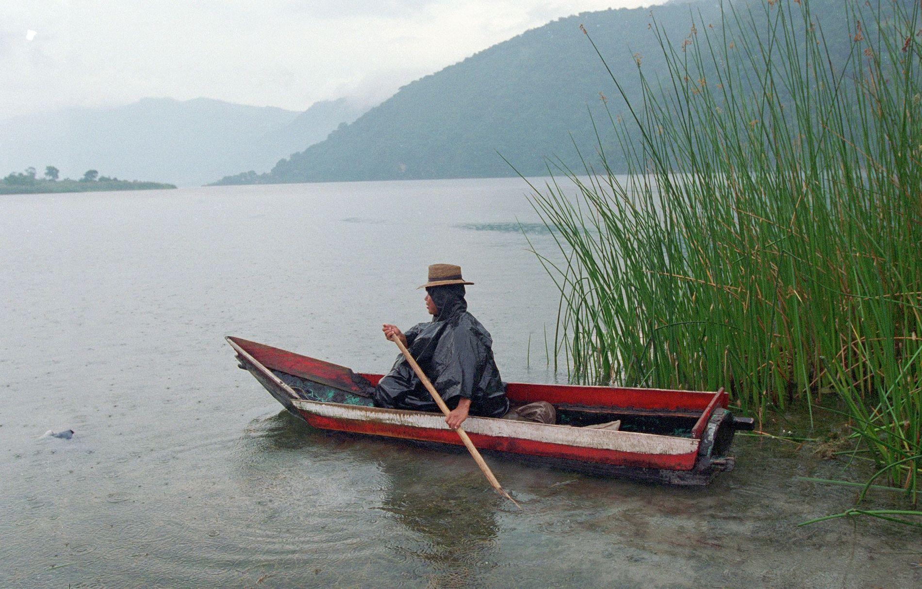 Le lac Atitlán est une attraction touristique populaire et une ressource importante en eau douce pour la région.