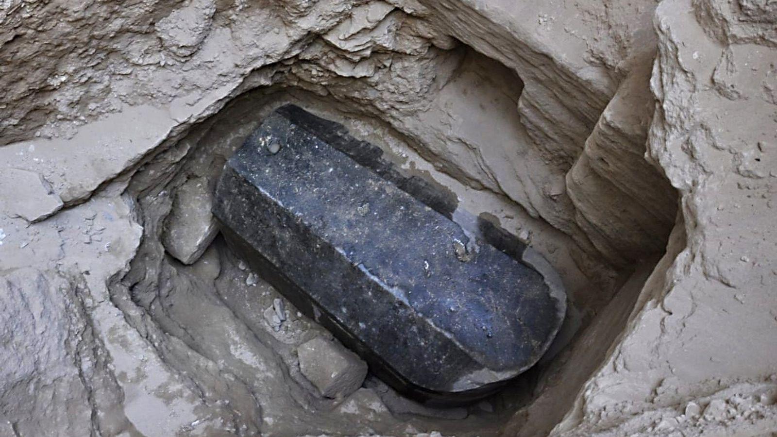 Mais qui peut bien reposer dans ce sarcophage ? Les spéculations vont de bon train sur ...