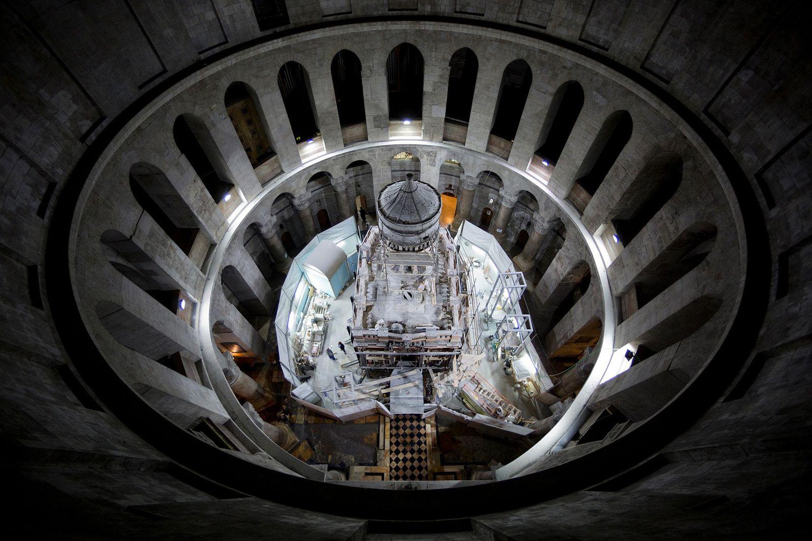 Le lieu de sépulture du Christ exposé pour la première fois depuis des siècles