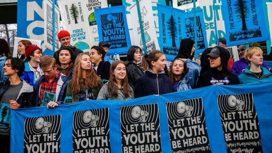 Une manifestation en soutien aux plaignants de l'affaire liée au changement climatique Juliana v. U.S. se ...