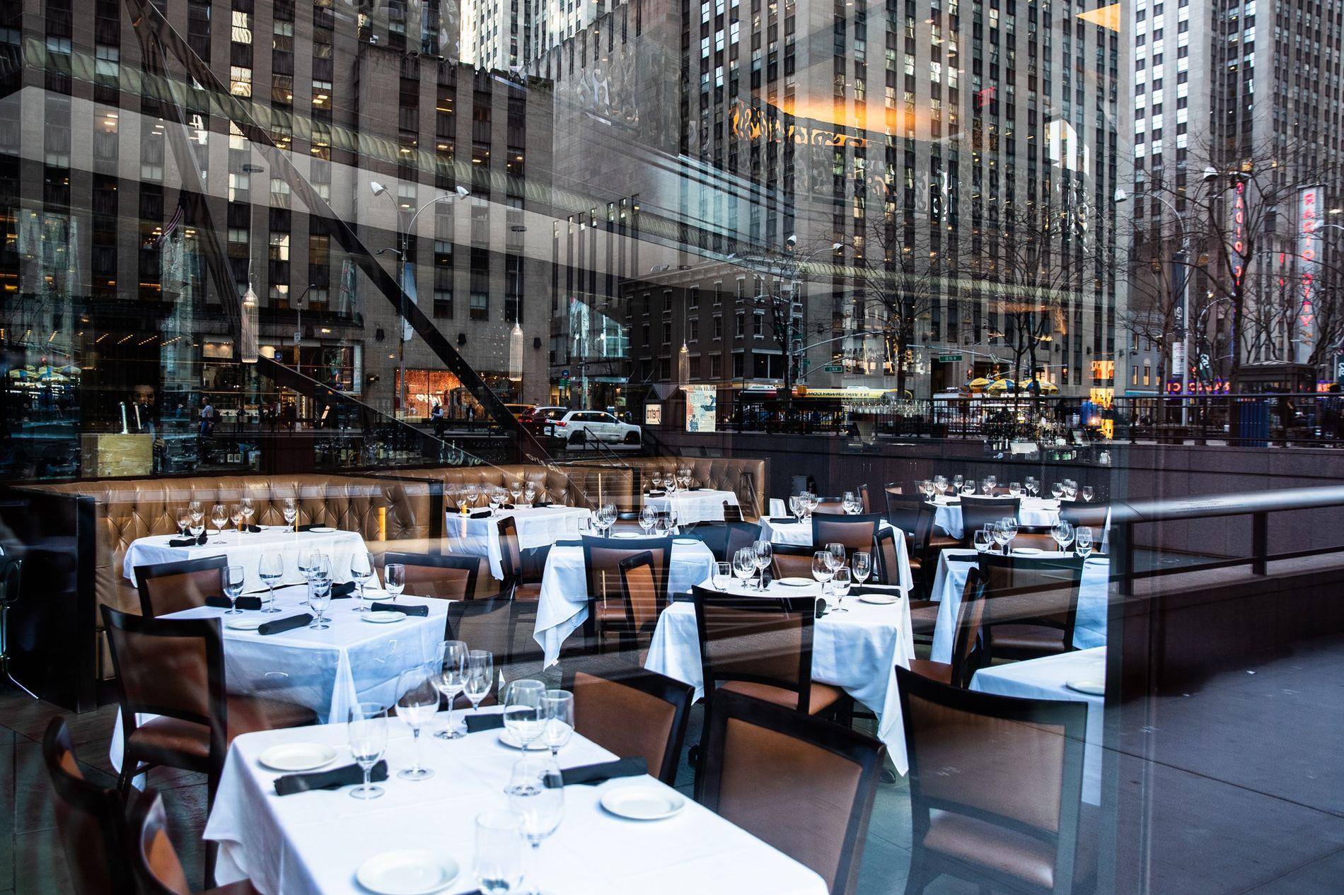 Un restaurant new-yorkais déserté, 13 mars 2020.