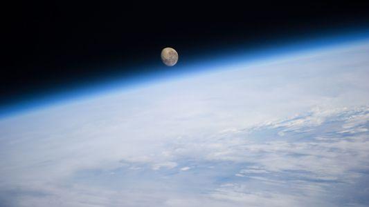Sous l'influence de la Lune, la Terre primitive aurait été considérablement aplatie