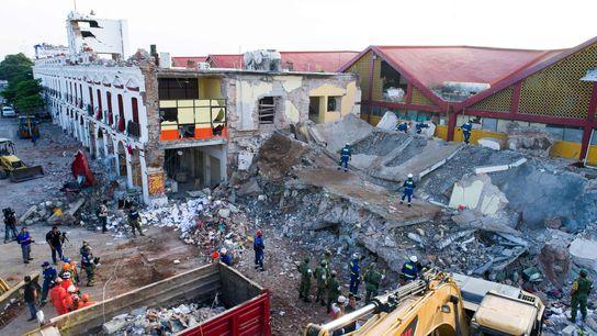 Des bâtiments sont complètement détruits après le puissant séisme qui a dévasté la côte sud du ...