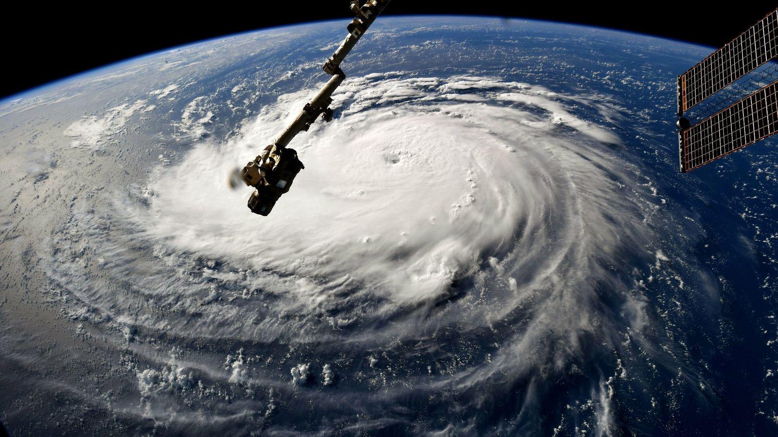 Sur cette image prise par la Station spatiale internationale le 10 septembre 2018, l'ouragan Florence prend ...
