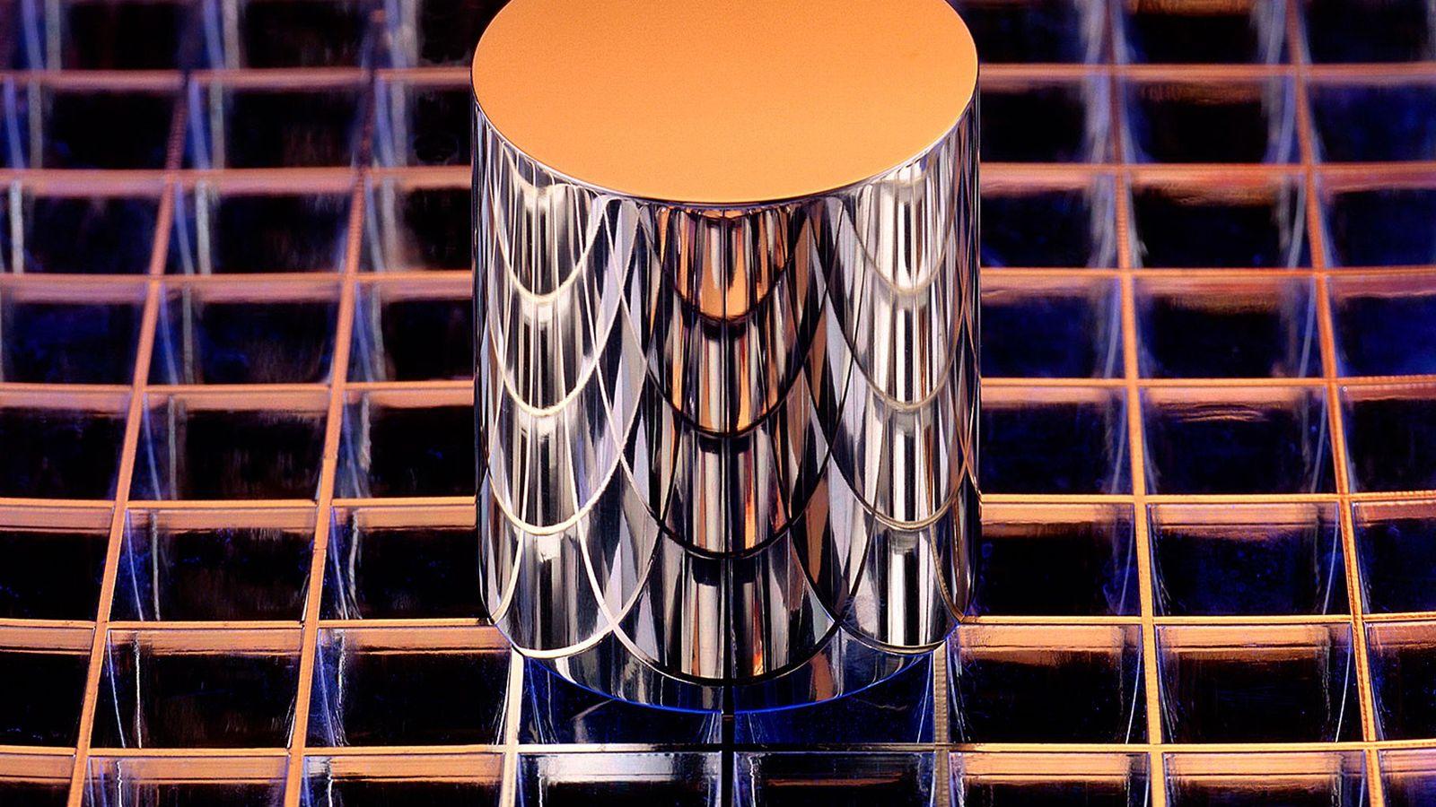 Ce cylindre est une réplique exacte du prototype international du kilogramme (IPK pour « International Prototype ...